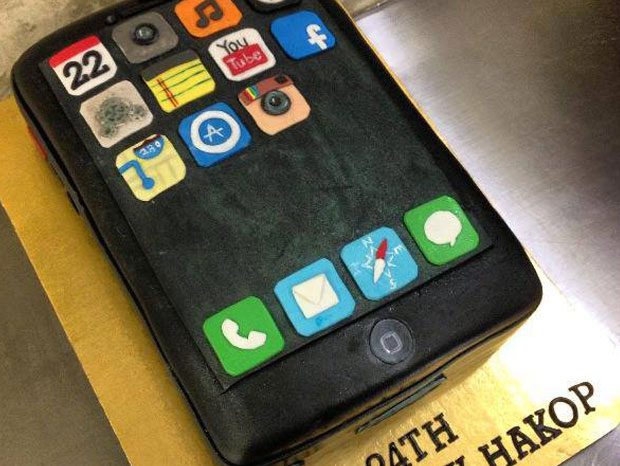 iPhone cake!!